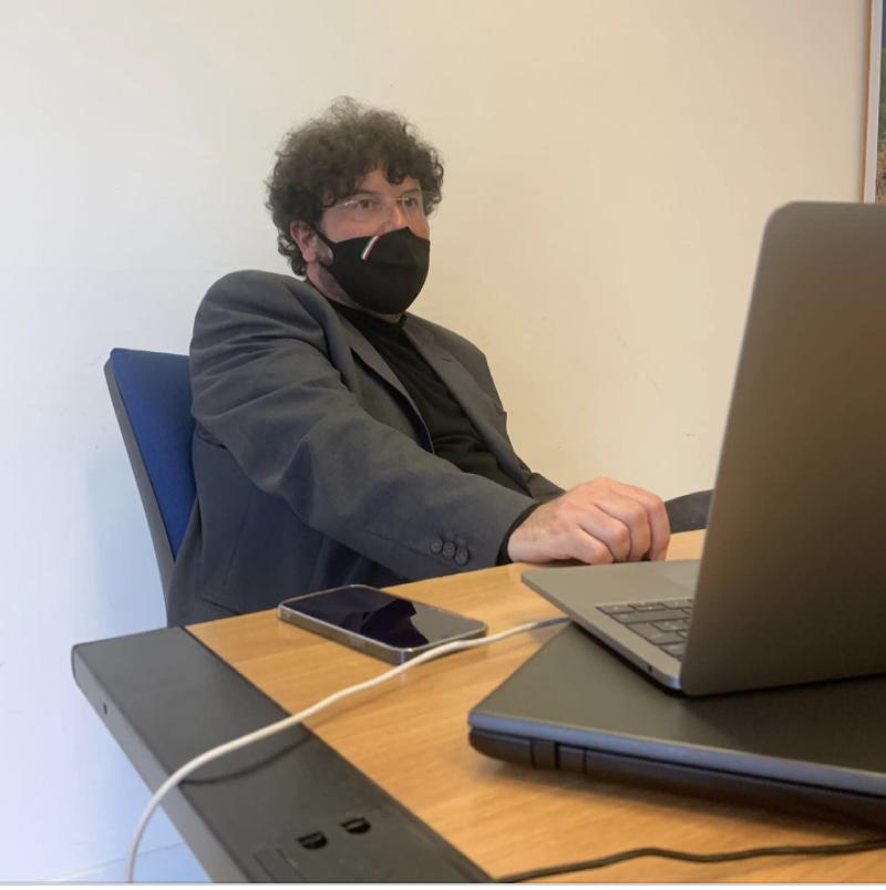 Il prof. Americo Bazzoffia docente di Video Content Marketing a Pescara nel Executive Master in web marketing organizzato da Udanet e dall'Università di Chieti e Pescara.